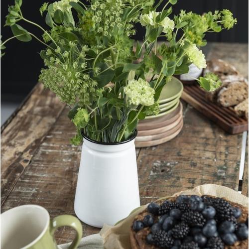 Tombez sous le charme de ce joli vase émaillé qui saura
