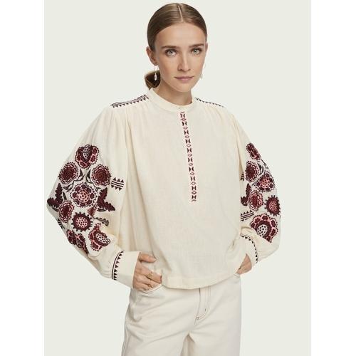 Vous adorerez cette jolie blouse ample de la jolie marque