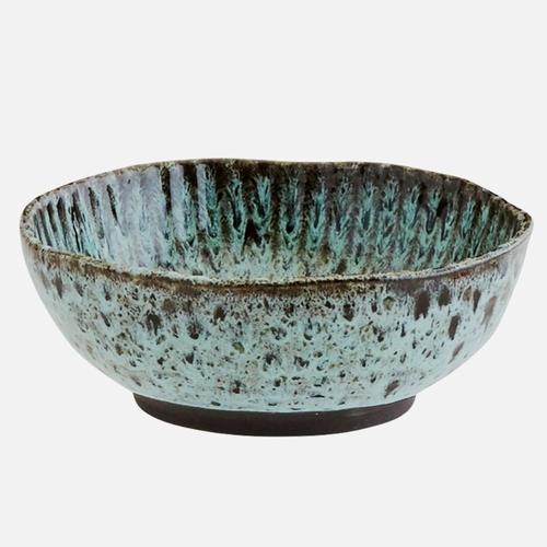 Ce bol en céramique est idéal pour servir des soupes et de