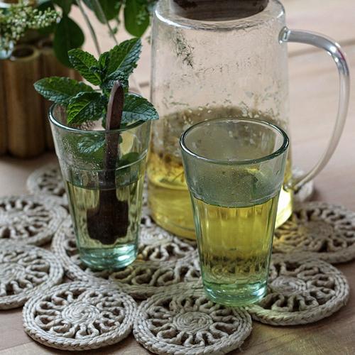 Verre traditionnel indien.  Ce joli verre traditionnel
