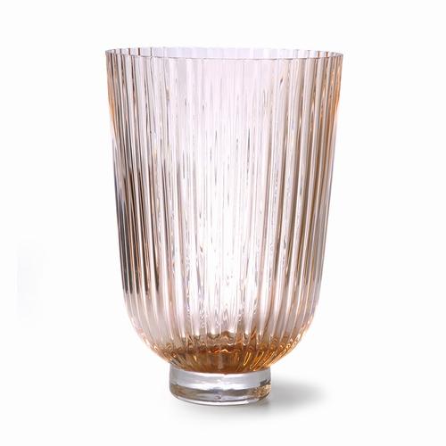 Habillez vos bouquets de fleurs à l'aide de ce vase en verre