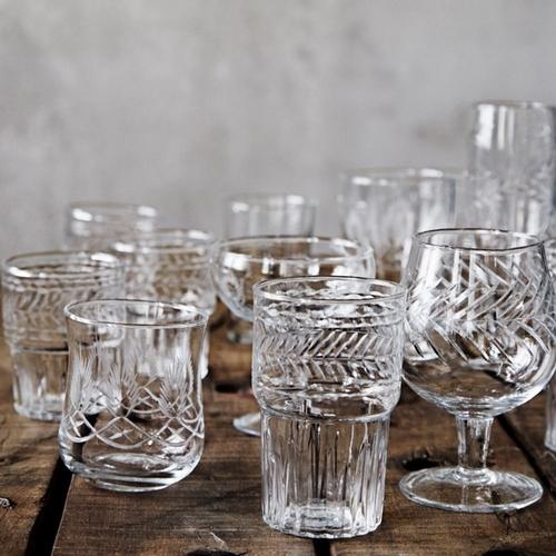 Adoptez ce verre aux gravures raffinées et élégantes pour
