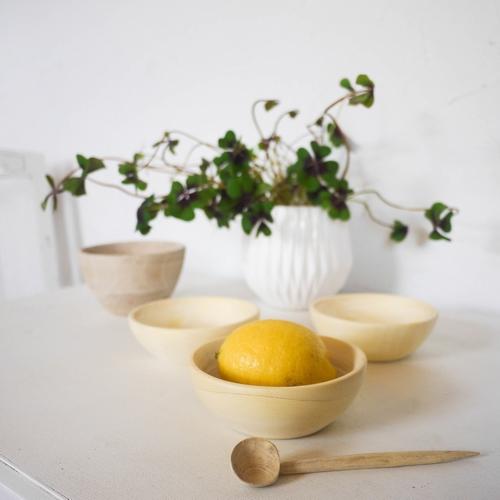 Élégants bols en bois de citronnier. Résistants et parfaits
