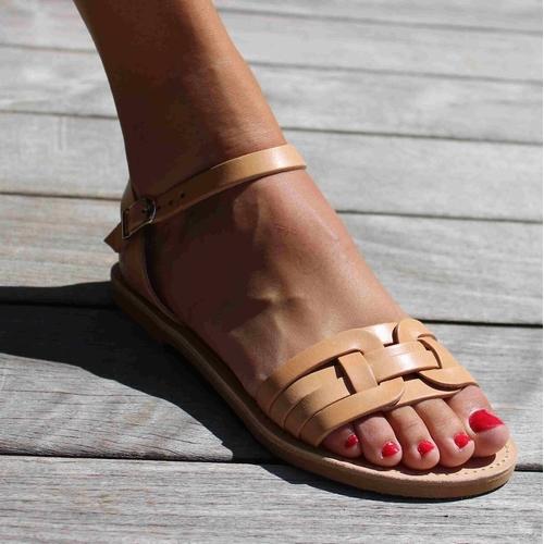 Craquez pour cette magnifique paire de sandales grecques de